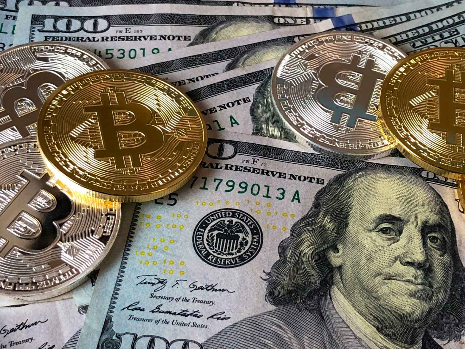 bitcoins and u s dollar bills